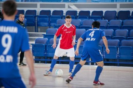 Белорусская футбольная команда EXPROF идет к победе