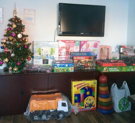 Новогодние подарки детям-сиротам